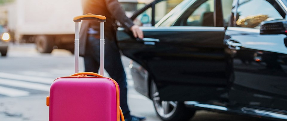 Travel In Amenities to the Airport Using a Private Taxi Service