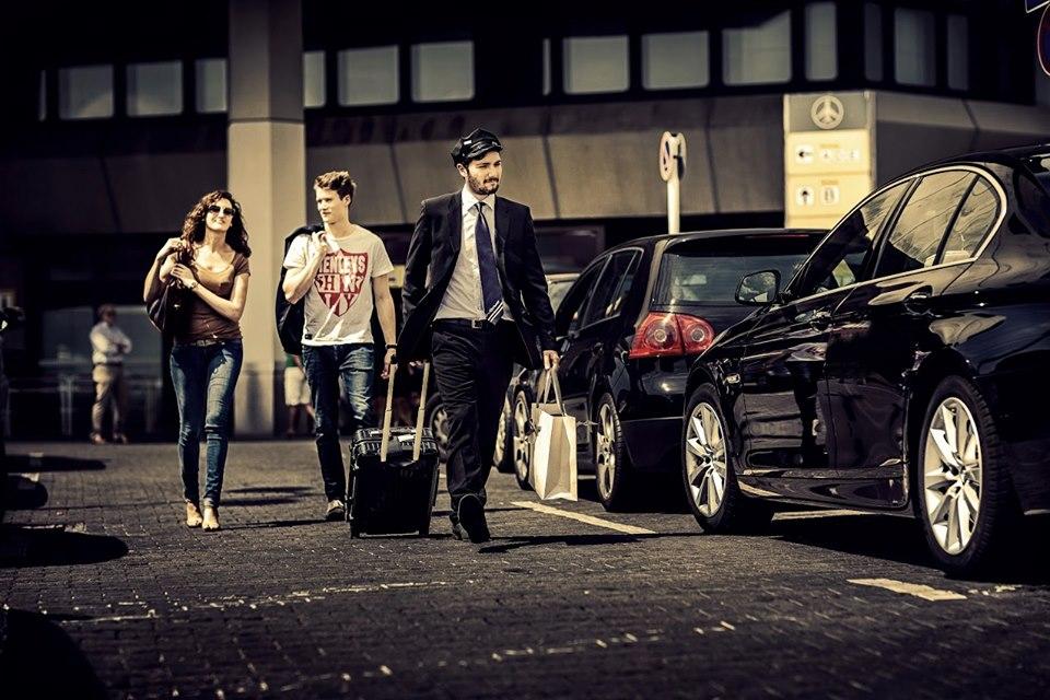 Why hire a car in Bur Dubai?